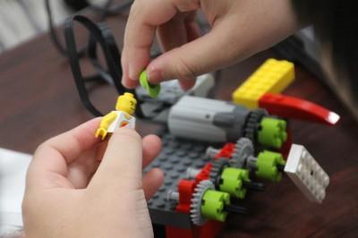 モーターとギアを使って好きなものをレゴで作りました
